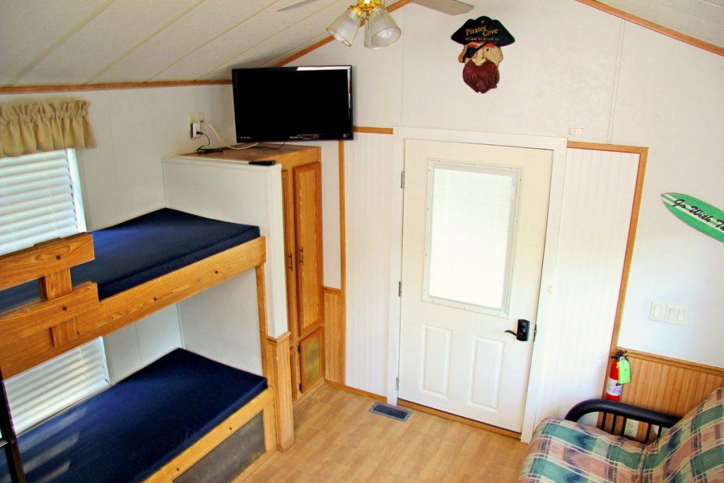 deluxe-cabins-05