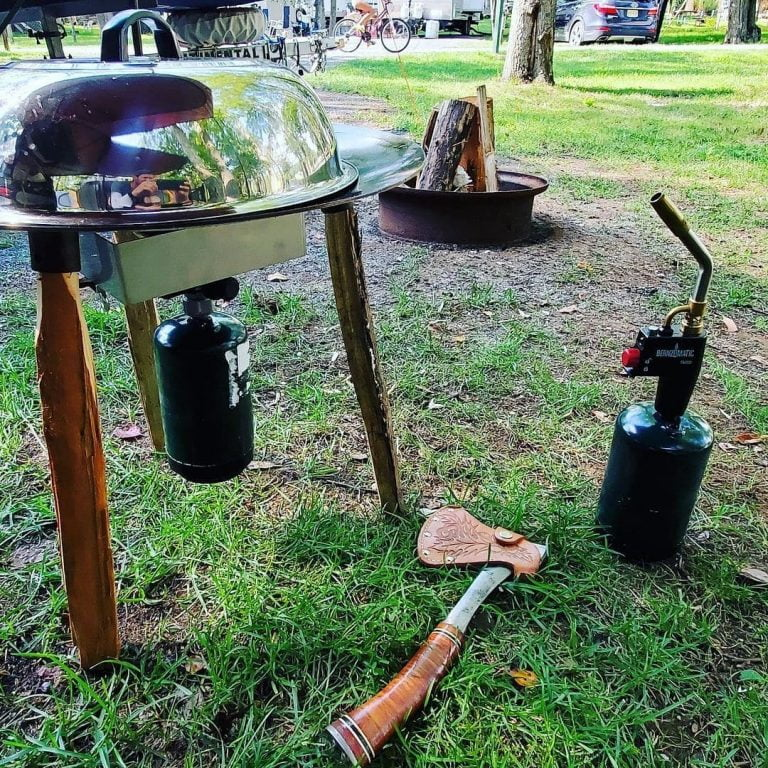 Now this a pro level camping gear! Food always taste better over a campfire and ...
