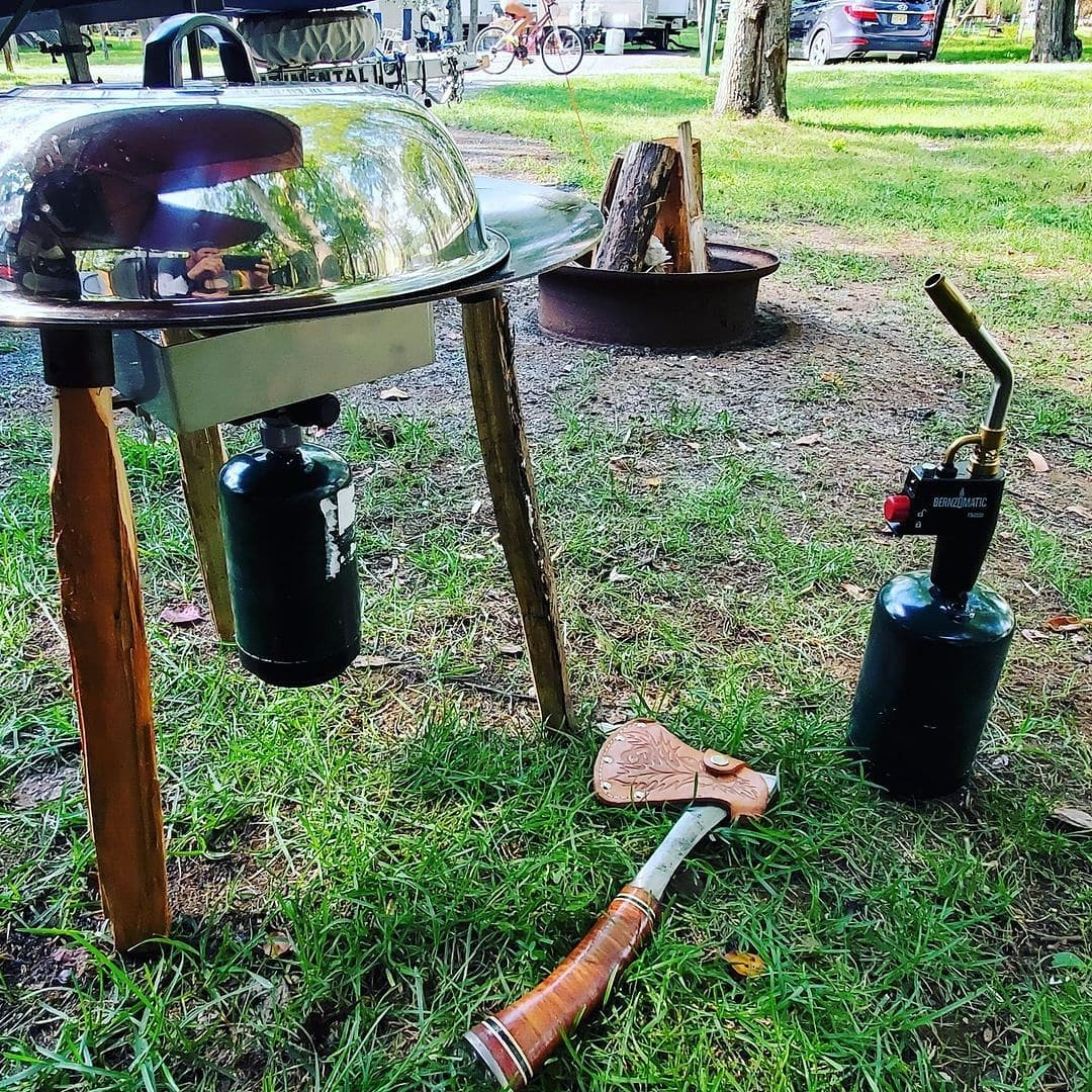 Read more about the article Now this a pro level camping gear! Food always taste better over a campfire and …